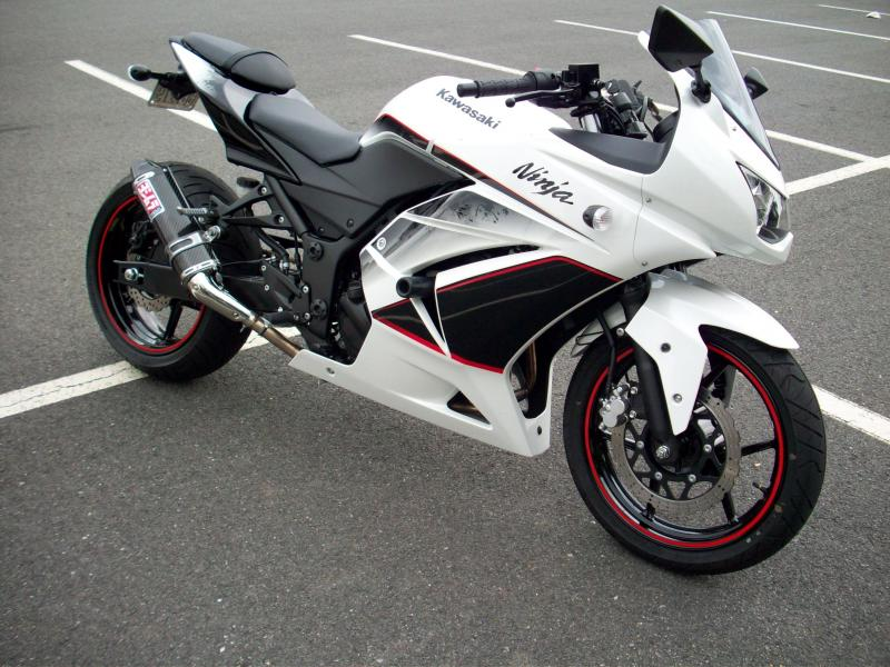 2011 Kawasaki Ninja 250R SE w/ a 180 rear tire - KawiForums ...