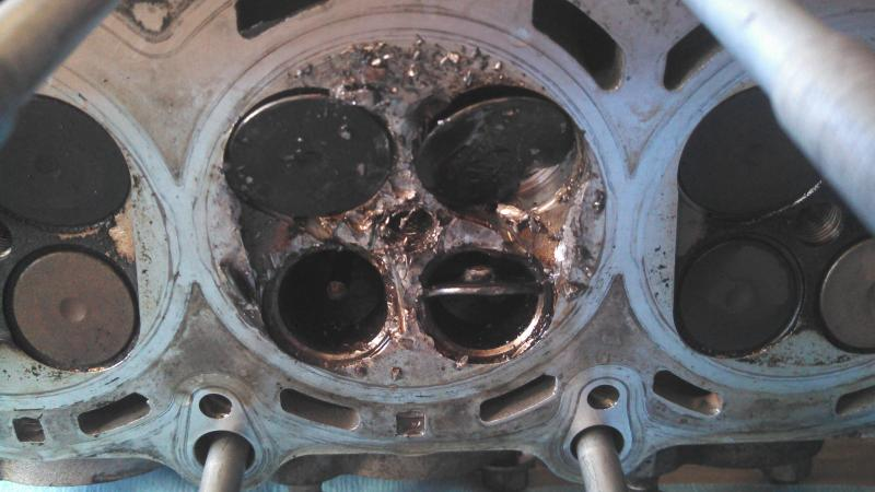 Something's gone terribly wrong... (hole in piston)-img_20121103_164542_696.jpg