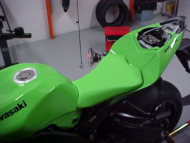 I put some 2009 ZX10R parts on my 08 (pictures)-mvc-021f.jpg