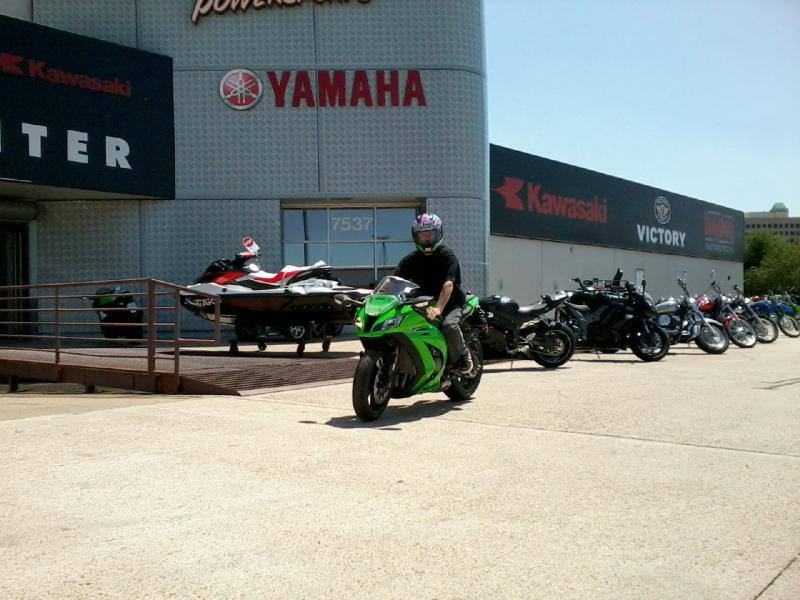 2011 Kawasaki ZX-10R vs. 2011 BMW S1000RR Shootout-photo0155.jpg